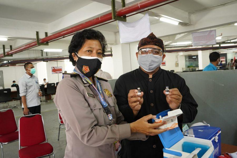 Kota Bogor Menuju Herd Immunity, Atang Ajak Warga Vaksinasi di Gedung DPRD
